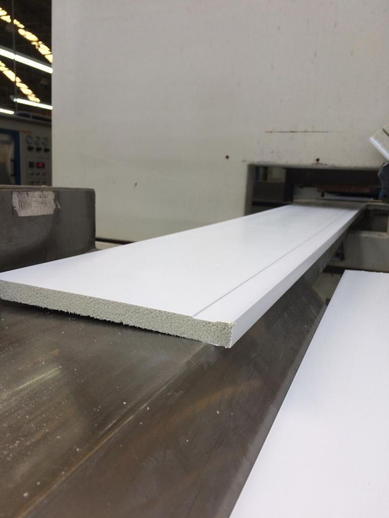 Producing the baseboards with recycled polystyrene